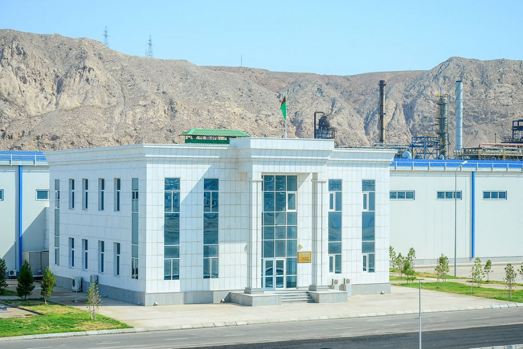 Turkmenbashi complex of oil refineries launched the production of a new type of polypropylene film